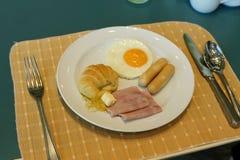 Insieme della prima colazione americana sulla tavola Immagine Stock