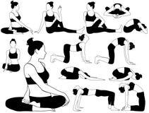 Insieme della siluetta della donna nell'yoga di pratica del costume Fotografie Stock Libere da Diritti
