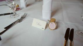 Insieme della Tabella per nozze o un'altra cena approvvigionata di evento stock footage