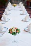 Insieme della tavola con i fiori Fotografia Stock Libera da Diritti