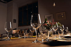 Insieme della tavola di cena del servizio Immagine Stock