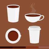 Insieme della tazza di caffè con il cappuccio su fondo marrone Immagine Stock