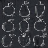 Insieme della verdura e della frutta organiche sulla lavagna Fotografie Stock Libere da Diritti