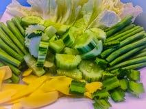 Insieme della verdura per il servizio che ha consistito del cetriolo, gin del buffet Fotografia Stock