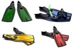 Insieme delle alette di nuotata multicolori, delle maschere e della presa d'aria per tuffarsi Immagini Stock