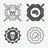 Insieme delle arti marziali miste d'annata o del logos del club di combattimento, emblemi royalty illustrazione gratis