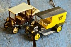 Insieme delle automobili d'annata del giocattolo con le carrozzerie di plastica Immagini Stock