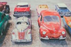 Insieme delle automobili d'annata differenti variopinte del giocattolo Fotografia Stock