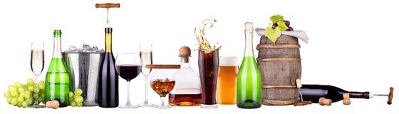 Insieme delle bevande alcoliche e dei cocktail differenti Immagini Stock