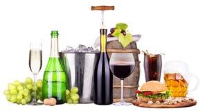 Insieme delle bevande alcoliche e dell'alimento differenti Fotografie Stock