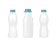 Insieme delle bottiglie in bianco di bianco del yogurt Vettore Immagine Stock