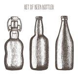 Insieme delle bottiglie da birra Illustrazione di vettore, disegnata a mano in inchiostro Fotografie Stock