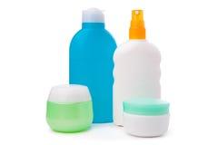 Insieme delle bottiglie di plastica dei prodotti di cura e di bellezza del corpo Immagine Stock Libera da Diritti