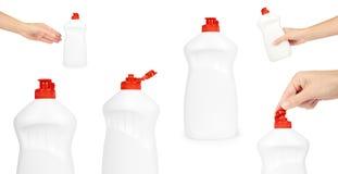 Insieme delle bottiglie di plastica per i prodotti di pulizia, bottiglia bianca con il detersivo liquido a disposizione, cappucci Fotografia Stock