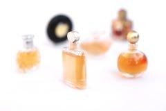 Insieme delle bottiglie di profumo di lusso Fotografie Stock Libere da Diritti