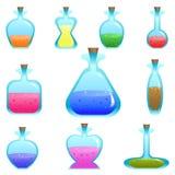 Insieme delle bottiglie di vettore del fumetto di forma differente con le pozioni per un gioco Fotografia Stock Libera da Diritti