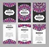 Insieme delle carte dell'invito con la mandala variopinta del fiore Modello di progettazione per l'aletta di filatoio Fotografia Stock