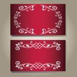 Insieme delle carte porpora rosso scuro vuote in bianco d'annata di eleganza con il modello floreale bianco riccio Fotografie Stock Libere da Diritti