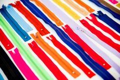 Insieme delle chiusure lampo multicolori Fotografie Stock Libere da Diritti