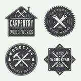 Insieme delle etichette d'annata del meccanico e di carpenteria, degli emblemi e del logo Fotografie Stock Libere da Diritti
