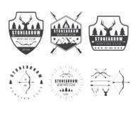 Insieme delle etichette d'annata di caccia, del logo, dei distintivi e degli elementi di progettazione Immagini Stock