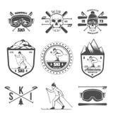 Insieme delle etichette d'annata di corsa con gli sci e degli elementi di progettazione Fotografia Stock Libera da Diritti