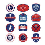 Insieme delle etichette d'annata e dei distintivi di baseball Valentino con il simbolo bianco su fondo strutturato blu Immagini Stock