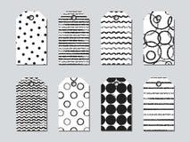 Insieme delle etichette e di carte del regalo con gli elementi disegnati a mano Raccolta della carta di etichetta di festa in bia Fotografia Stock