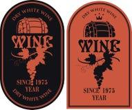 Insieme delle etichette per vino con il barilotto e l'uva illustrazione di stock