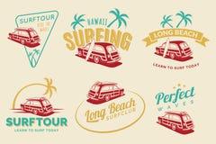 Insieme delle etichette praticanti il surfing d'annata, dei distintivi e degli emblemi dell'automobile Fotografia Stock