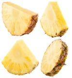 Insieme delle fette dell'ananas isolate sui precedenti bianchi Immagine Stock Libera da Diritti