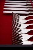Insieme delle forcelle e dei coltelli in un caso Immagine Stock