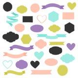 Insieme delle forme disegnate a mano nei colori differenti Cuori, insegne, cerchi e nastri ecc royalty illustrazione gratis