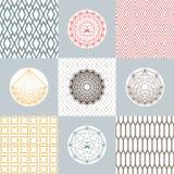 Insieme delle forme rotonde e delle icone sugli ambiti di provenienza con il modello geometrico Concetti monocromatici semplici Fotografia Stock Libera da Diritti