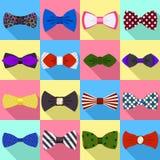 Insieme delle icone di cravatta a farfalla, stile piano royalty illustrazione gratis