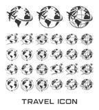 Insieme delle icone di viaggio con la mosca dell'aeroplano intorno alla terra illustrazione di stock