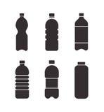 Insieme delle icone nere della bottiglia di vettore isolate su fondo bianco Fotografia Stock Libera da Diritti