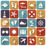 Insieme delle icone piane della spiaggia e del mare. Illustrazione di vettore.