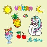 Insieme delle illustrazioni disegnate a mano di un unicorno magico e degli attributi differenti Fotografia Stock Libera da Diritti