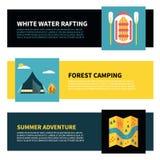 Insieme delle insegne orizzontali per trasportare, attività di estate e di campeggio Fotografia Stock