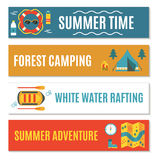 Insieme delle insegne orizzontali per trasportare, attività di estate e di campeggio Immagini Stock