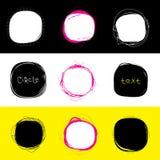Insieme delle macchie rotonde Cerchi disegnati a mano dello scarabocchio Insegna del punto per testo elementi di progettazione di Fotografia Stock