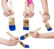 Insieme delle mani con il pennello piano con la punta blu Fotografia Stock Libera da Diritti