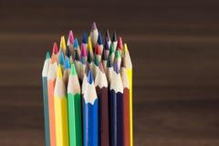 Insieme delle matite colorate, fondo di legno Fotografia Stock Libera da Diritti