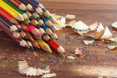 Insieme delle matite colorate, fondo molle del fuoco Immagini Stock