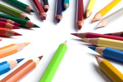 Insieme delle matite colorate su bianco Fotografia Stock