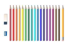 Insieme delle matite realistiche colorate con l'affilatrice e la gomma isolate su bianco Strumenti della scuola, vettore colorato illustrazione di stock