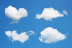 insieme delle nuvole bianche su cielo blu Immagini Stock Libere da Diritti