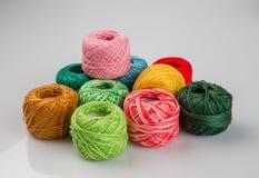 Insieme delle palle variopinte del filato di lana Fotografia Stock Libera da Diritti