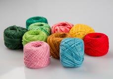 Insieme delle palle variopinte del filato di lana Fotografie Stock Libere da Diritti